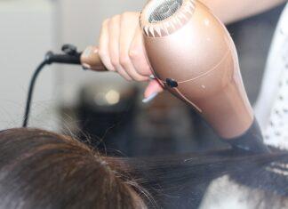 Jak wybrać dobrą prostownicę do włosów?